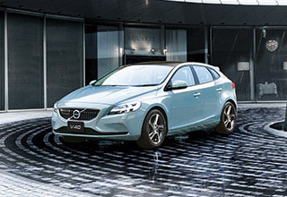 VOLVO 90周年特別限定車「V40 T3/D4 Amazon Blue Edition」